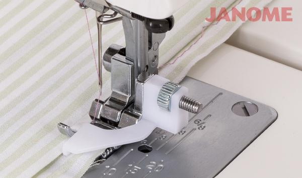 Costura com calcador de bainha invisível Janome para máquina de costura mecânica