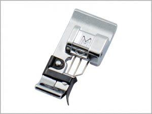 Calcador M para acabamento e ponto tipo overlock 822808008