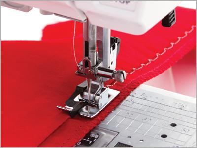 Amostra de costura com o calcador para bainha invisível para máquina de costura Janome 7mm 825817009