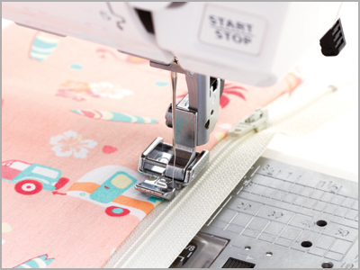 Amostra de costura de zíper comum na máquina de costura Janome DC6100