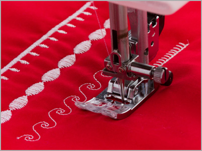 Amostra de pontos decorativos costurados na máquina de costura DC6100