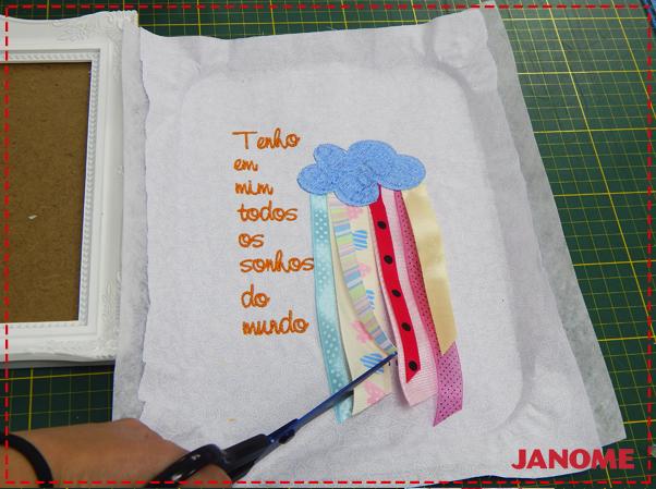 Crie e Borde com a Janome – Série Decorações – Quadro Nuvem com fitas-15