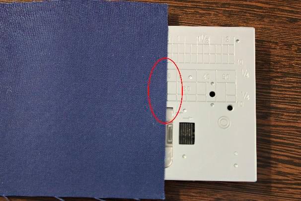 Marcação especial Janome - Margem de 20 mm da posição centralizada da agulha até a borda do tecido