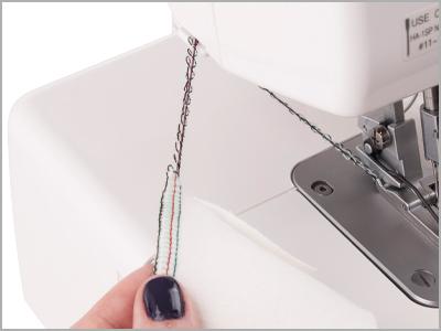 Corte de linha lateral na overlock 7933D