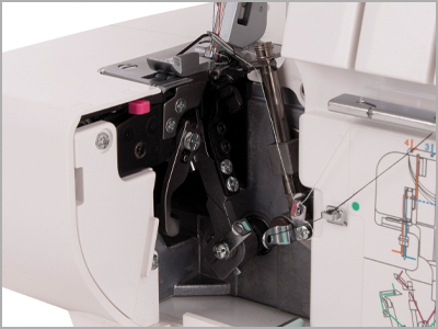 Passagem das linhas do looper com identificação de cores na overlock janome 7933D